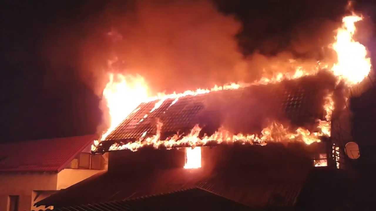 Două incendii, unul după celălalt, au avut lco aseară la Cărășeu și Lipău