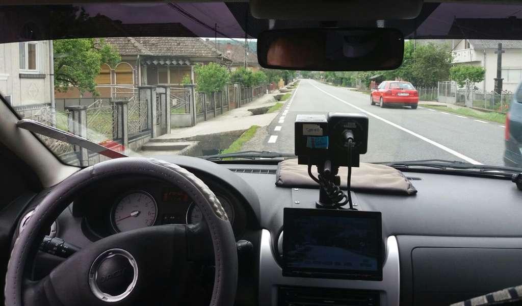 Trei șoferi vitezomani au fost lăsați fără permis. Unul rula cu 154 km/h, cu peste 100 km peste limita legala