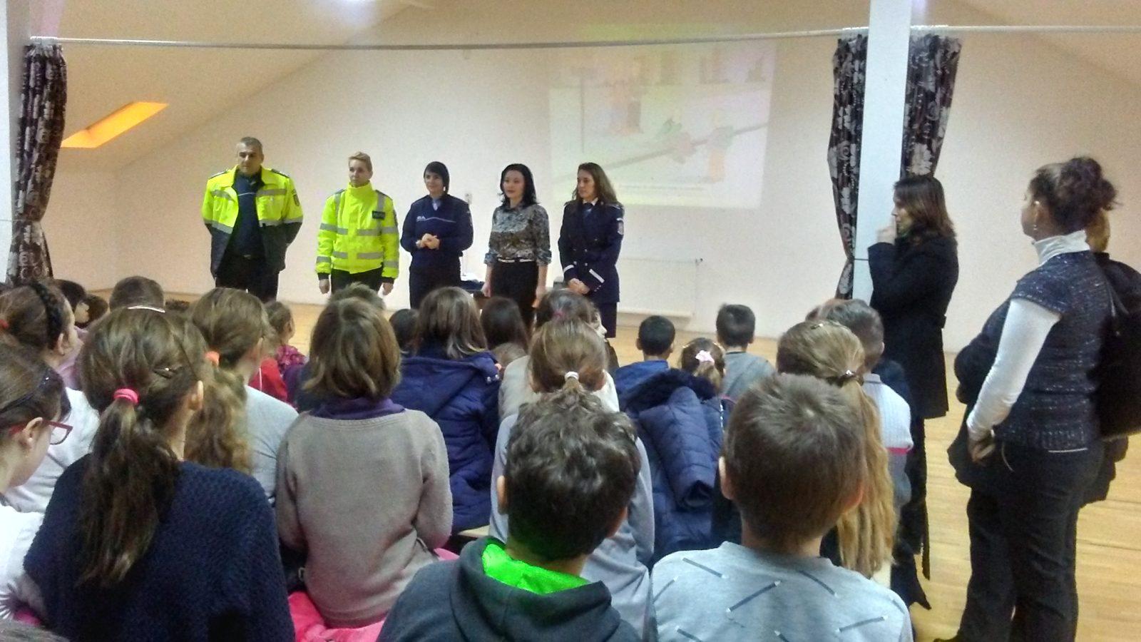 Elevii din Terebești și Sanislău, învățați de mici să circule corect