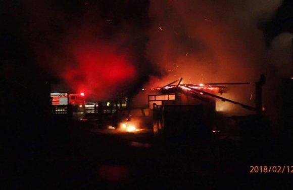 Un bărbat din Iojib a rămas fără mașina și garaj, după ce i-au luat foc noaptea trecută