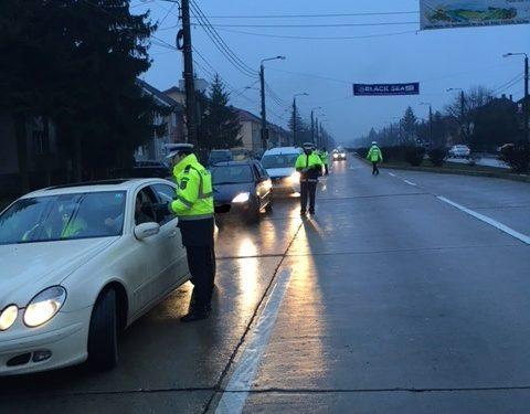 Filtre masive ale poliției rutiere, pentru a găsi șoferii băuți din trafic. Cinci șoferi au fost găsiți băuți la primele ore ale dimineții