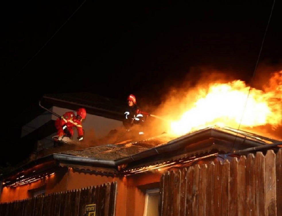 Salvare la timp – pompierii au intervenit la un incendiu pe strada Bacovia