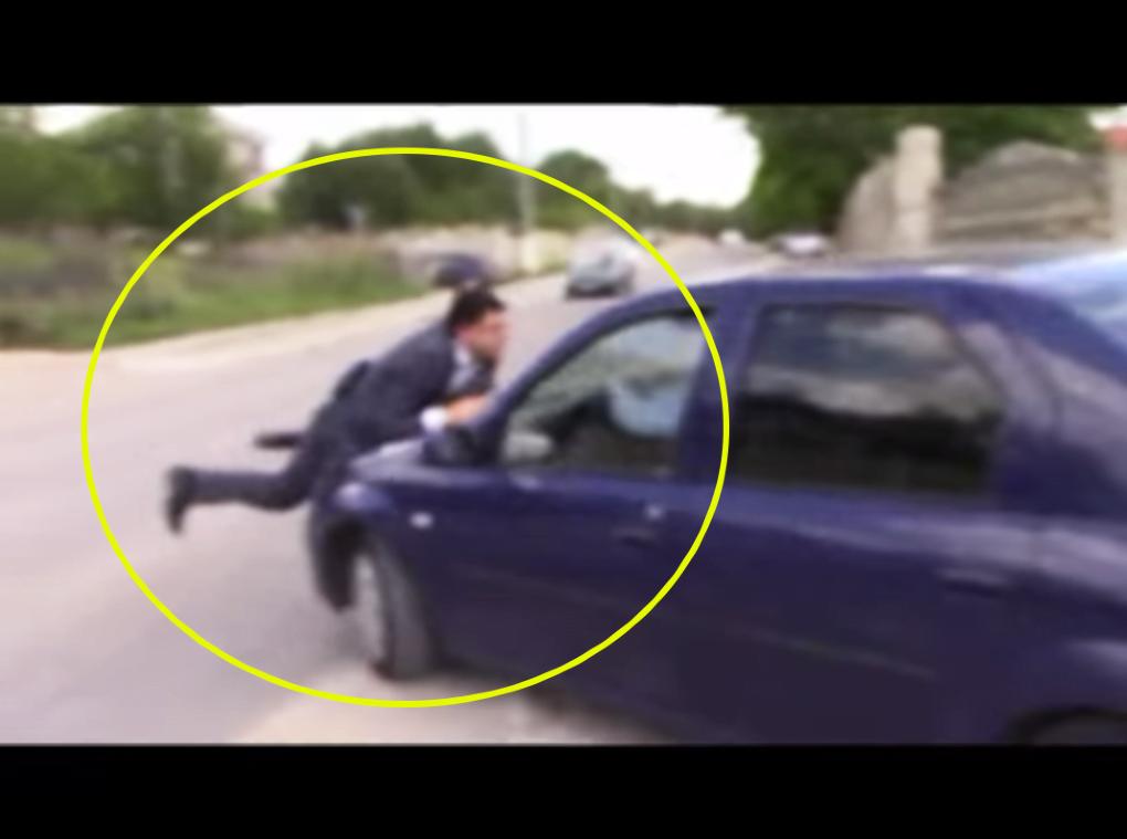 Un adolescent a fost luat pe capotă de un șofer, la Culciu Mic