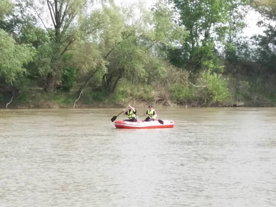 De trei zile pompierii sătmăreni caută fără încetare o persoană despre care se spune că ar fi murit înecată în Someș