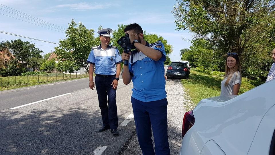 """Polițiștii rutieri fac """"măcel""""printre șoferii vitezomani cu pistolul-radar"""