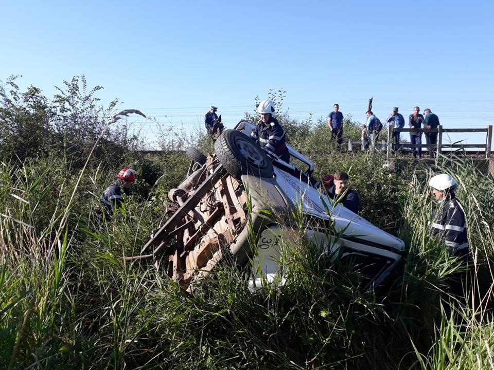FOTO!! Imaginile groazei de la accidentul feroviar de la Domănești. Șoferul a decedat
