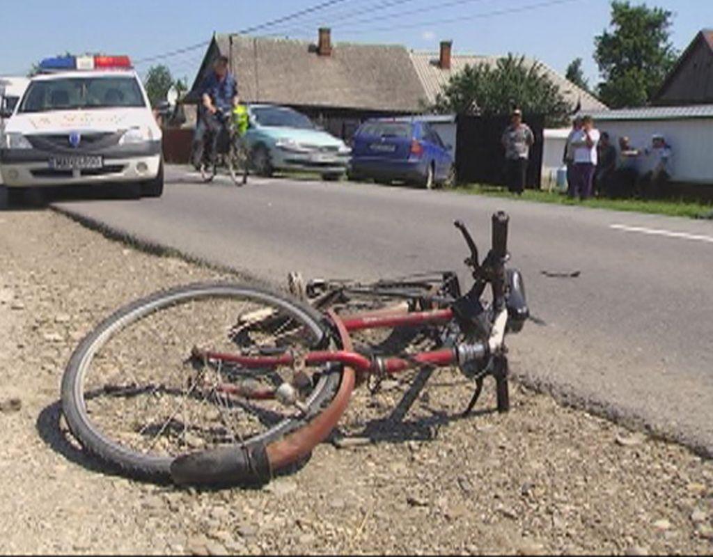 Un biciclist a fost accidentat grav după ce nu a dat prioritate unei autoutilitare