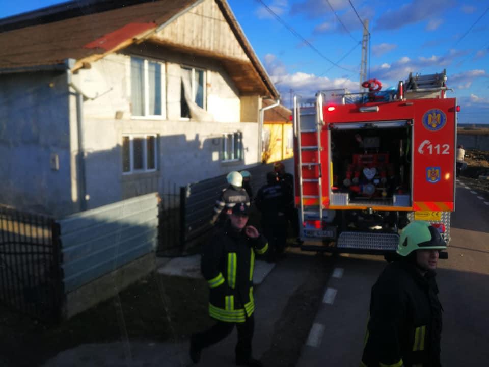 Incendiu la hornul unei case din Doba | Din fericire, cei 12 subofițeri care s-au deplasat la fața locului au reușit lichidarea rapidă a incendiului