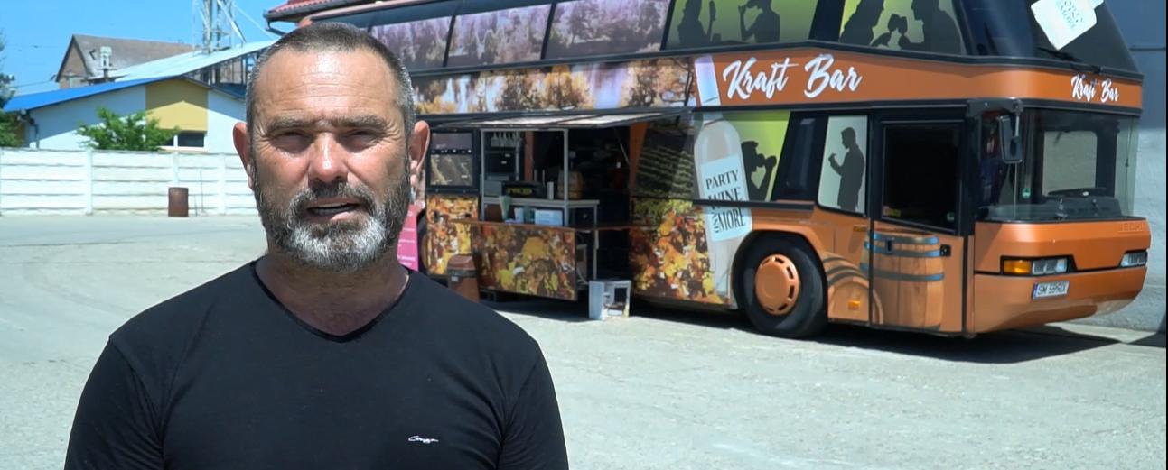 Cum a adus un sătmărean Londra în Satu Mare într-un autobus – de fapt e un bar autobus care întoarce toate privirile