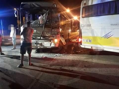 10 persoane rănite după ce două autobuze s-au ciocnit la parcul industrial