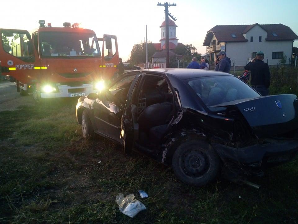 Accident la Cionchesti. Două persoane au rămas prinse în fiarele contorsionate ale mașinii