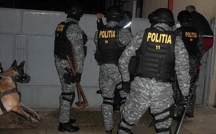 Mai mulți careieni au fost ridicați de mascați și duși la secție pentru declarații, într-o acțiune de destructurare a unei rețele de trafic de droguri