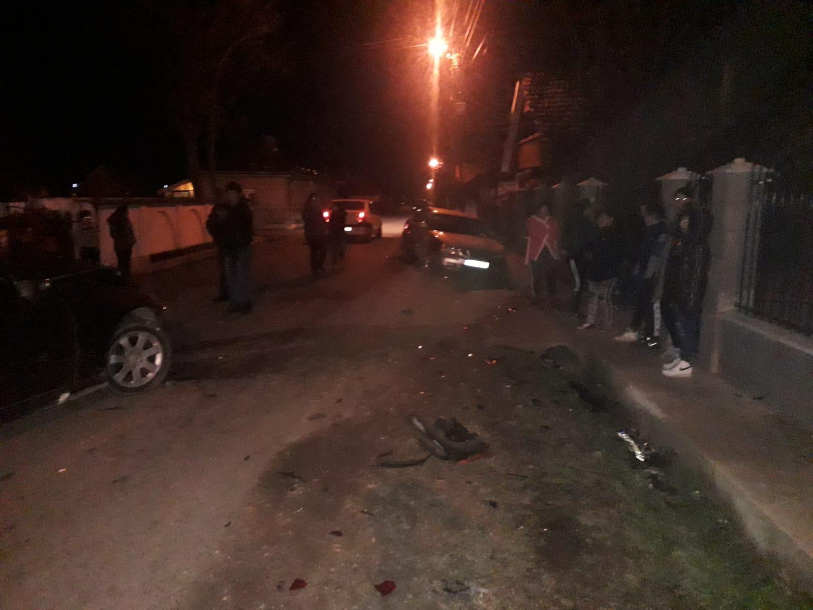 Cinci mașini făcute zob și o femeie rănită de un șofer prea smecher și plin de el