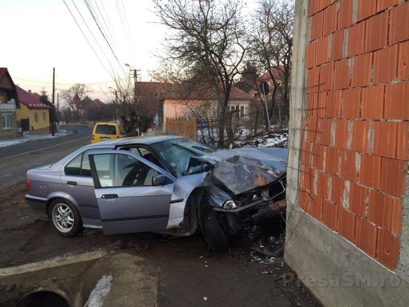 Accident la Lazuri. Un șofer și-a băgat în spital prietenul, din neatenție