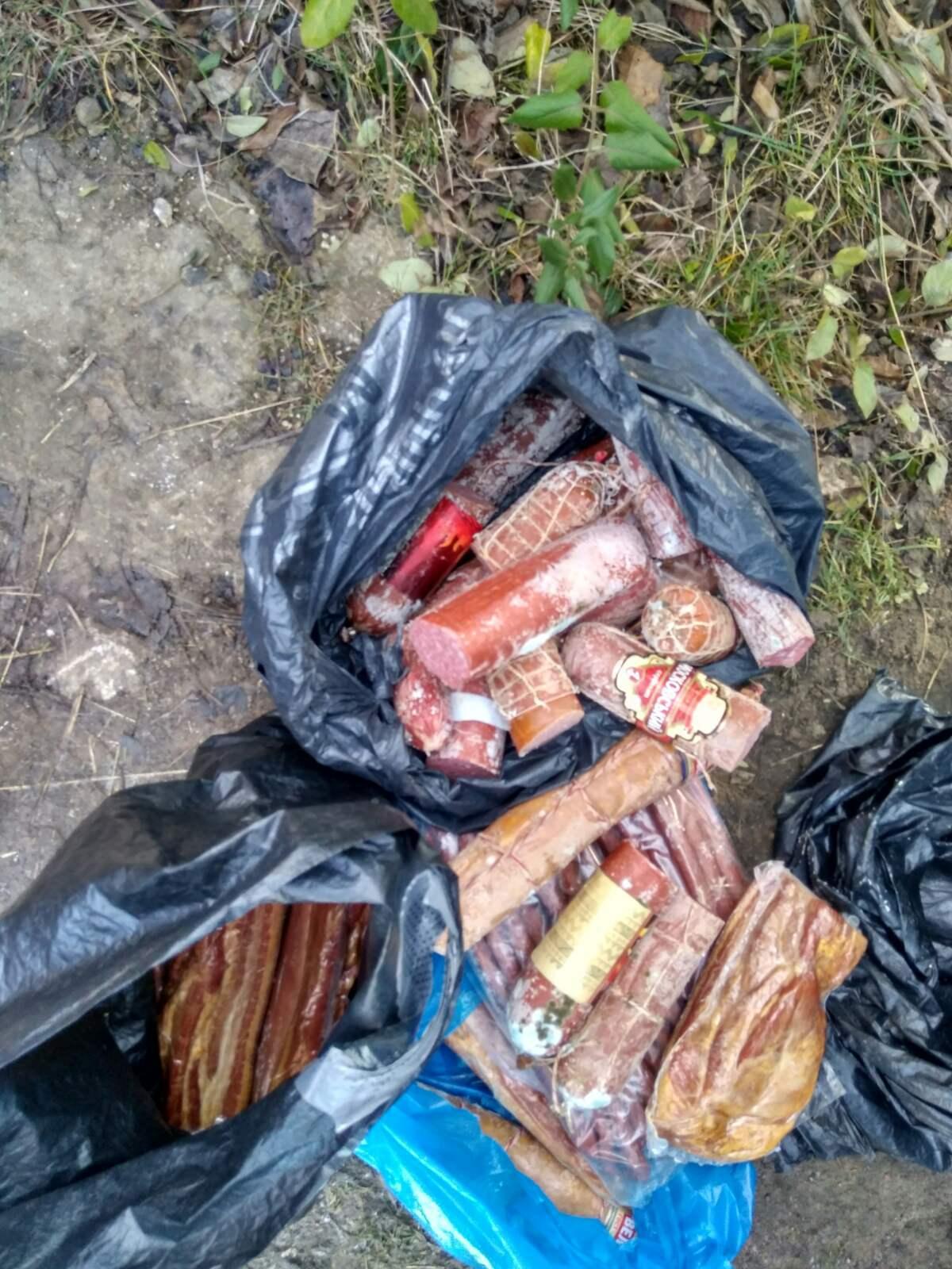Inspectorii DSVSA au confiscat 74 kg de produse alimentare în trafic și au amendat un magazin alimentar din Carei