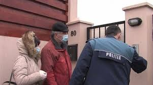 """Un sătmărean care trebuia să fie izolat la domiciliu, dar se plimba """"brambura"""" pe străzi a fost amendat și mutat în carantină"""