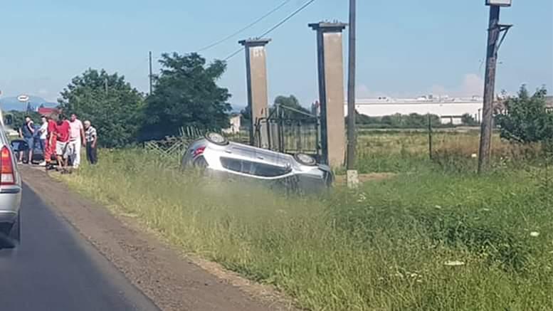 Accident cu 3 autoturisme implicate, la intrare în Odoreu