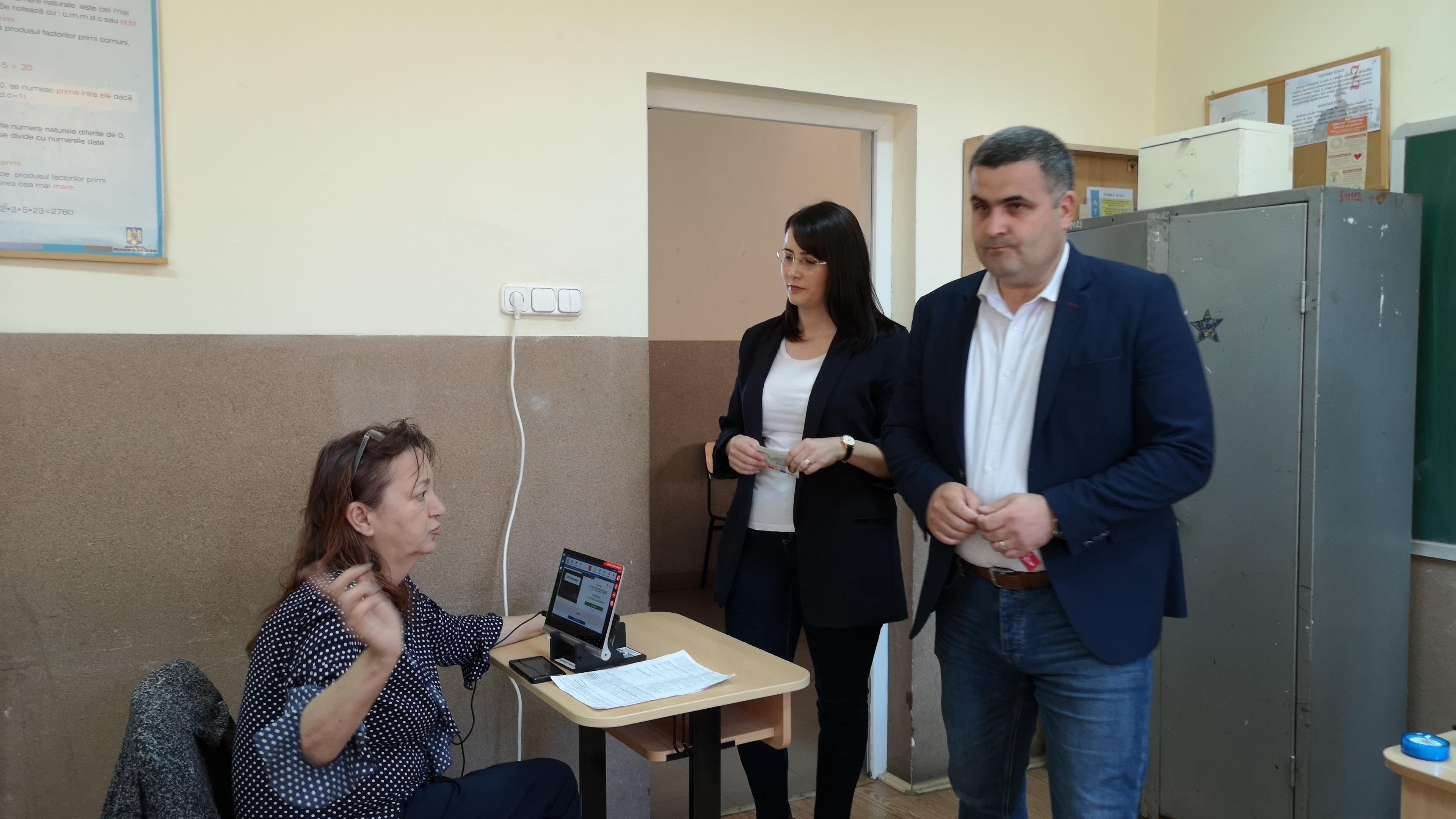 """Senatorul Gabriel Leș la începutul campaniei electorale: """"Omul sfințește locul"""""""