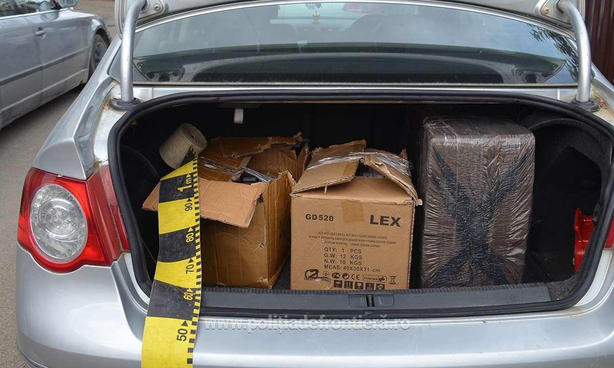 Șofer surprins de bagajul din mașină – 4 colete de țigări de contrabandă