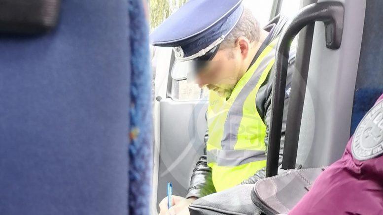 Inspectoratul de Poliție s-a autosesizat în cazul polițiștului care verifica măștile, fără să poarte mască