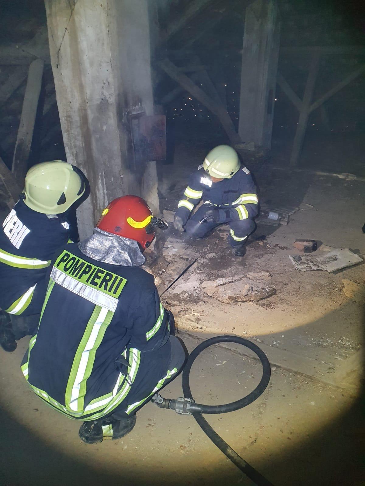 O familie din Nisipeni a scapat la limită din fața unui incendiu