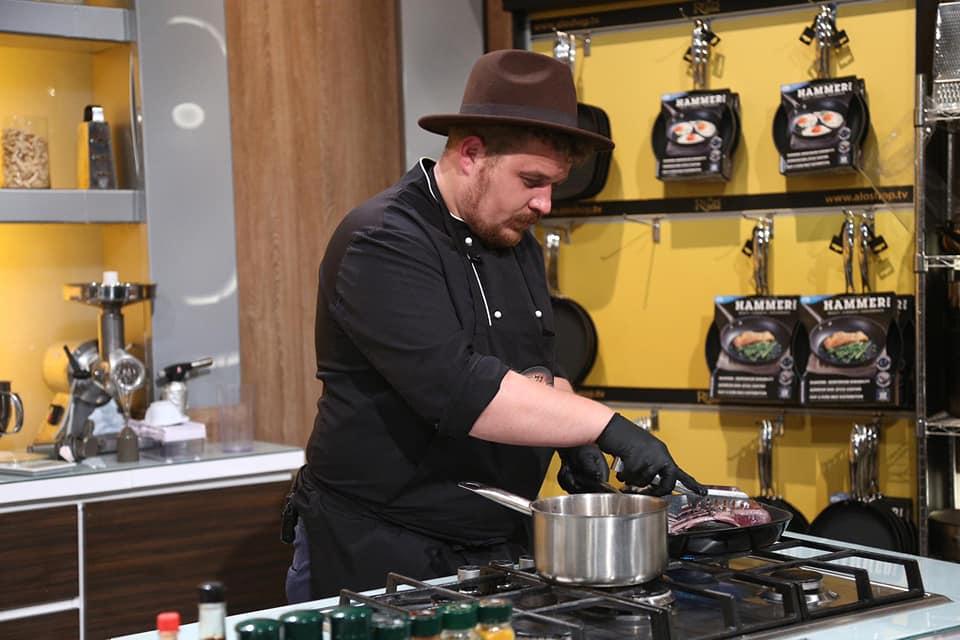 """Experiența bucătarului sătmărean Angelo Lupi la """"Chefi la cuțite"""""""