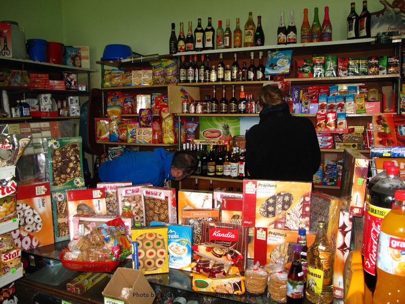 """DSVSA neiertător. Un magazin de la țară a primit o amendă mai """"scumpă"""" decât tot stocul de marfă"""